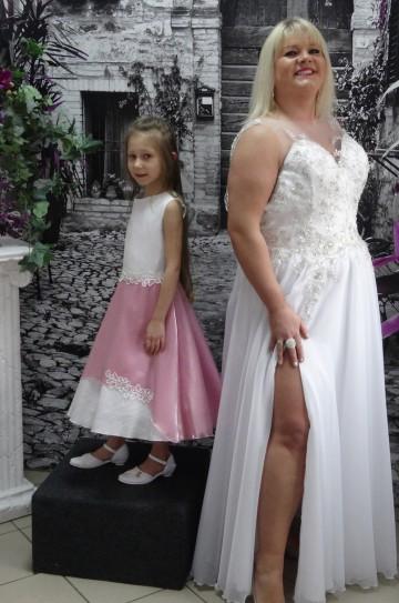 cb7c3081b3 Sprzedaż i szycie na miarę sukien ślubnych i komunijnych. Ponadto bielizna  ślubna